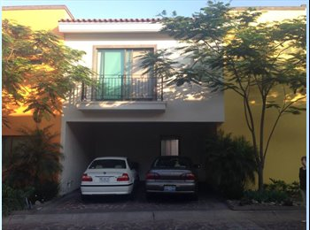 CompartoDepa MX - CUARTO EN RENTA! UNA CUADRA DE UP - Zapopan, Guadalajara - MX$1