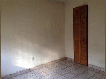 Comparto casa (habitación para mujer)
