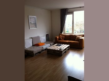 Half appartement with private balcony+livingroom