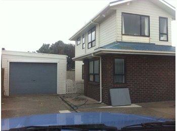 NZ - Medium size unfurnished room in shared flat - Lyall Bay, Wellington - $170