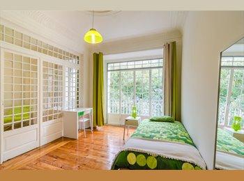 Aluga se quartos em apart jovens/rent rooms
