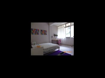 [Girl's share] common room near Somerset