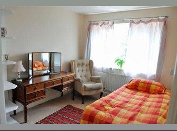 DOUBLE ROOM TO LET IN MODERN HOUSE NR RADLETT HERT