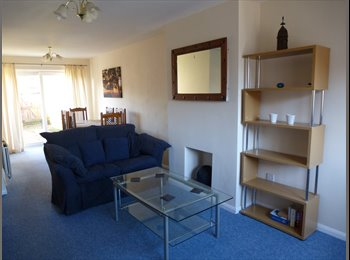 EasyRoommate UK - Large double room in 2 bed house share - Warwick, Warwick - £375