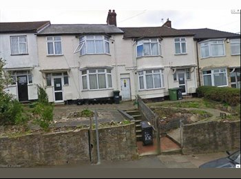 Bedsits available in Luton, 15mins walk to station