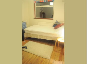 EasyRoommate UK - Comfortable, clean single ideal 4 prof. or student - Writtle, Chelmsford - £310