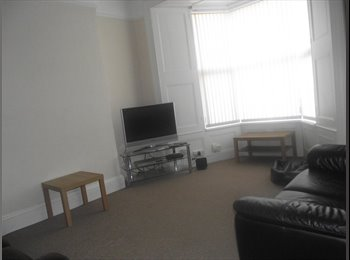 EasyRoommate UK -  Double room in large, comfortable house - Stonehouse, Plymouth - £411