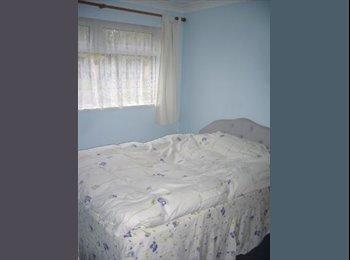 EasyRoommate UK - Hilsea double-size bedroom, share house - Cosham, Portsmouth - £360