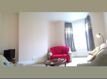 EasyRoommate UK - High Spec Student House to Let (5 Bed) - Mutley, Plymouth - £368