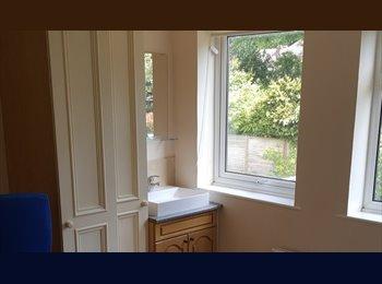 EasyRoommate UK - Lovely 3 Bed mid terrace - Binley Woods, Coventry - £368