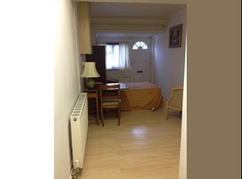 EasyRoommate UK - large room for one - Grantham, Grantham - £477