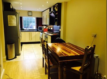EasyRoommate UK - Quality Room In Crumpsall Easy Access City Centre - Crumpsall, Manchester - £400