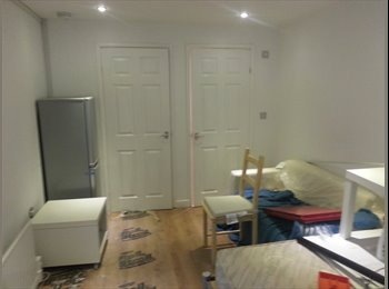 EasyRoommate UK - Modern studio 1 bedroom accommodation prestwich Manchester - Prestwich, Manchester - £600