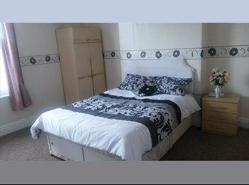 EasyRoommate UK - A Nice Large HOUSE Close West Bromwich Town Centre - Edgbaston, Birmingham - £365