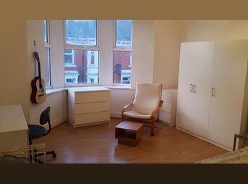 EasyRoommate UK - 4 Bedrooms+ 2 Bathrooms BILLS INCLUDED! - Fenham, Newcastle upon Tyne - £275