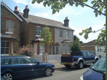 EasyRoommate UK - Double Room £433.00 pcm inc bills - Feltham, London - £433