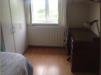 EasyRoommate UK - Accommodation available in desirable area of L/Spa - Royal Leamington Spa, Leamington Spa - £450