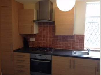 QUALITY ACCOMMODATION -ROOMS TO LET IN 4 BED HOUSE