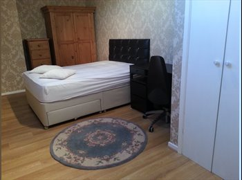 EasyRoommate UK - Excellent Quality Double Room to Rent in Morley - Morley, Leeds - £380
