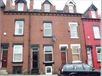 Large 5 bedroom property with double room's to let