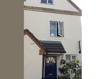 EasyRoommate UK - Double room in Hampton, TW12 3NZ - Hampton, London - £600