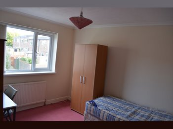 EasyRoommate UK - QUIET WARM FRIENDLY WELCOMING HOUSE - Colchester, Colchester - £310