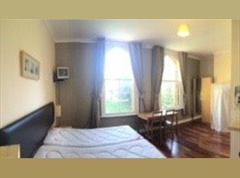 En suite room Derwent Square L13, £380pcm inclusive