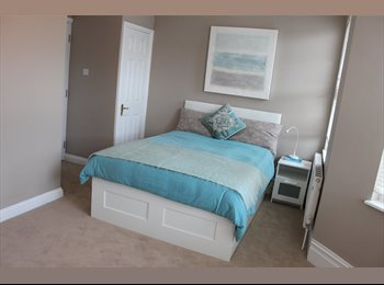 EasyRoommate UK - Only 3 Rooms left in amazingly finished property. - Swindon Town Centre, Swindon - £420