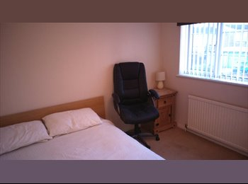 EasyRoommate UK - Double Rooms - Large House with Garden - Old Town, Stevenage - £390