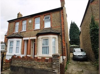EasyRoommate UK - Double Bedroom to rent (Feltham) - All BILLS INCLU - Feltham, London - £550