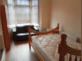 EasyRoommate UK - Single and Double ROOM TO RENT IN LEYTON - Leyton, London - £600