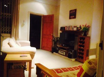 Large Bright Double Room - South Hampstead