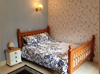 LOVELY LARGE DOUBLE ROOM WITH OWN KITCHEN