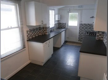 EasyRoommate UK - Double/single bedrooms in a luxury house - Chatham, Chatham - £350