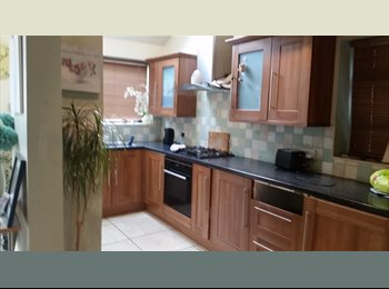 EasyRoommate UK - Large room to rent in comfortable home - Loughborough, Loughborough - £450