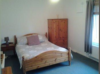 EasyRoommate UK - Double room to rent in Northolt - Northolt, London - £400