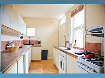 EasyRoommate UK - 20 Winston Gardens (HOUSESHARE AVAILABLE) - Headingley, Leeds - £325