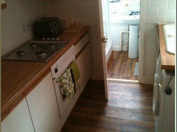 EasyRoommate UK - Reading 3 bed rooms to let, newly furnished - Tilehurst, Reading - £450