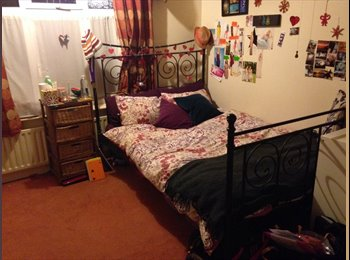 EasyRoommate UK - Spacious double bedroom in friendly 3bdrm house - West Bridgford, Nottingham - £290
