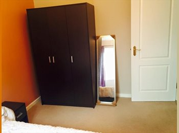 EasyRoommate UK - Double bedroom with own bathroom and kitchen - Stafford, Stafford - £450