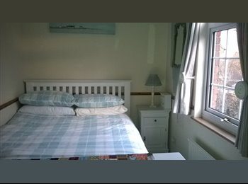 EasyRoommate UK - Single and Double Rooms available in quiet village - Lane End, High Wycombe - £450