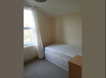 EasyRoommate UK - ******Central Fishponds - Large Room ********* - Fishponds, Bristol - £425
