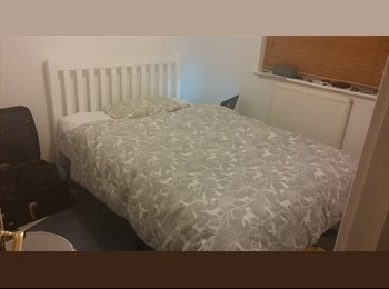 EasyRoommate UK -  Double room next to train station - Oxford, Oxford - £490