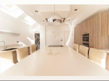 EasyRoommate UK - The Best House in Isleworth - Isleworth, London - £700