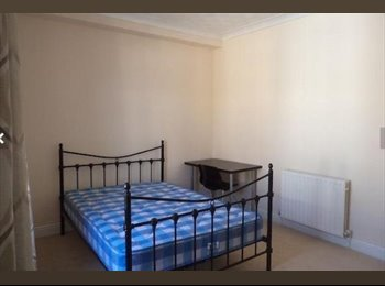 EasyRoommate UK - **LARGE DOUBLE ROOM AVAILABLE** - Southsea, Portsmouth - £320