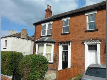 EasyRoommate UK - Large double bedroom in Pontefract City centre - Pontefract, Wakefield - £350
