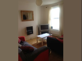 EasyRoommate UK - 2 double room available in shared household - Horfield, Bristol - £350