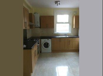 EasyRoommate UK - EU JOBS & ROOMS. Twin room for 2. Near station - Charlton, London - £325