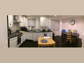 Furnished double room in modern house, must see!