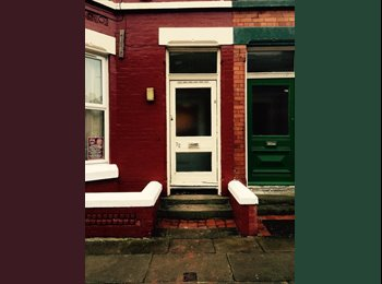 EasyRoommate UK - Ampthill road, Sefton Park_ 2 double rooms 250P - Sefton Park, Liverpool - £250